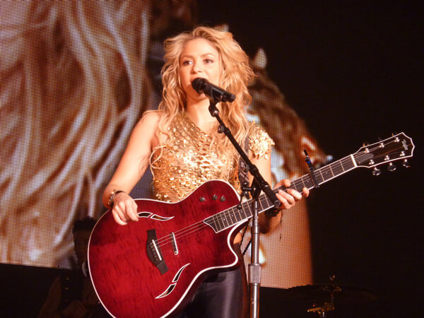 Shakira speaking on stage at Live Paris in 2010 - copyright Oouinouin http://www.flickr.com/photos/oouinouin/
