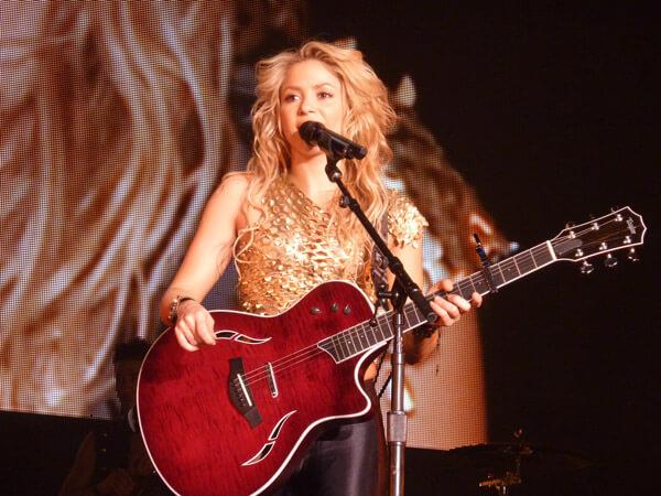 Shakira speaking on stage at Live Paris in 2010 - copyright Oouinouin http://www.flickr.com/photos/oouinouin/